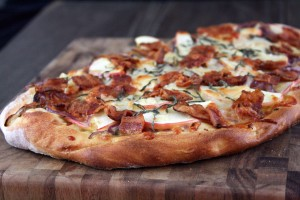 apple-bacon-gouda-pizza